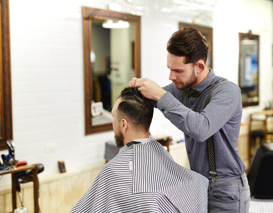 un coiffeur à Paris 5